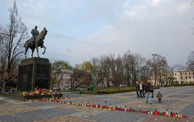 Plac Litewski, pomnik Józefa Piłsudskiego